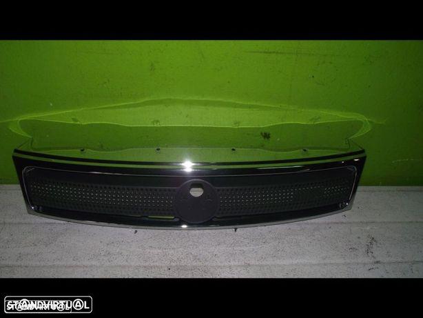 PEÇAS AUTO - Fiat Strada / Fiat Palio - Grelha Central - G143