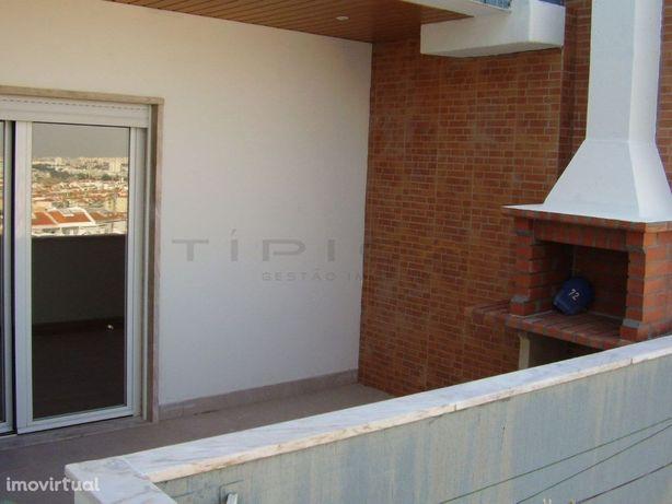 Amadora Centro- T1 com terraço e barbecue junto à estação