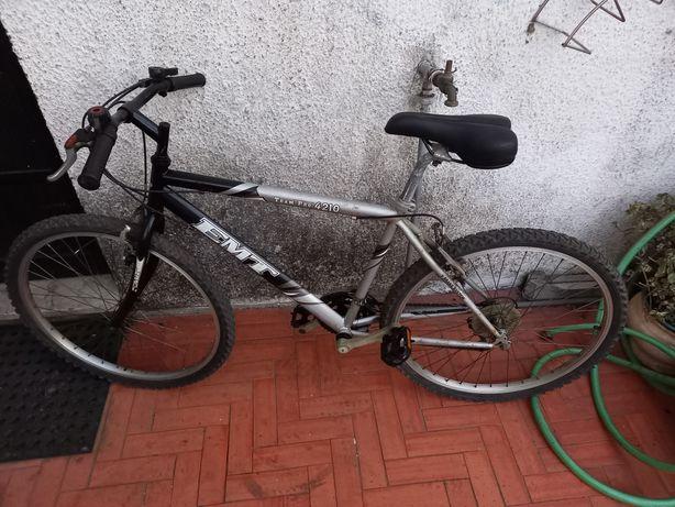 Bicicleta de Rapaz em bom estado