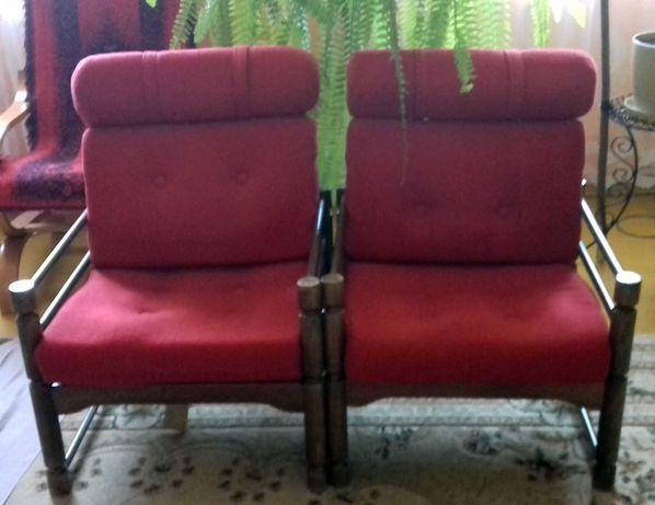 Fotele PRL drewniane z czerwono-bordowym obiciem komplet 2 sztuki