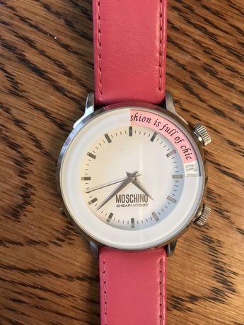 Часы кварцевые Moschino на розовом оригинальном ремешке