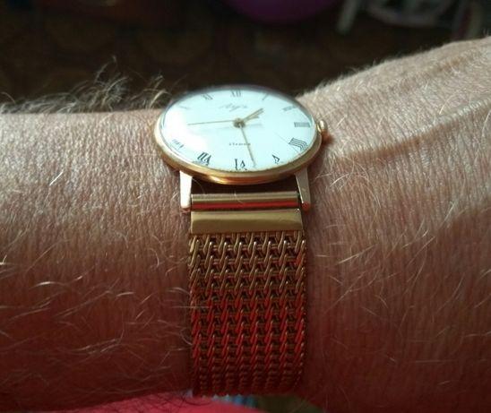 Золотые часы Луч с золотым браслетом
