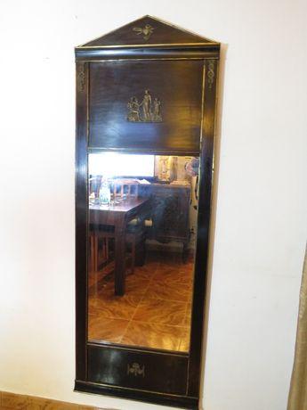 Antigo Espelho Império, em madeira e aplicações em bronze.