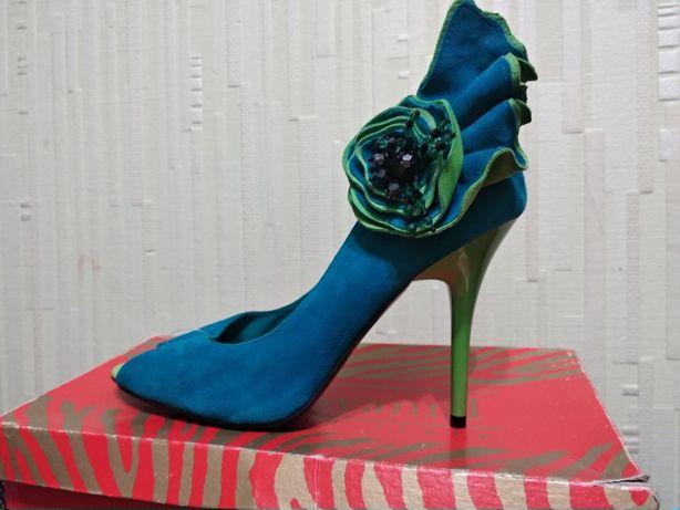 Туфли с открытым пальчиком 39 новые