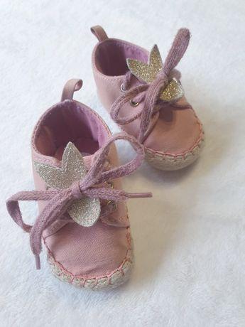 Sznurowane buciki dla dziewczynki