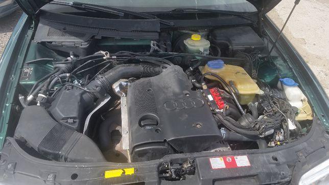 Osłona silnika Audi A4 1.6 benzyna