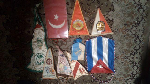 Вымпелы Швеции, Австрии, Перу, Ирак, Турция, Англия, Манчестер, Куба.