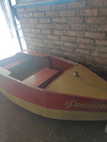 Лодка деревянная длина 2.2м