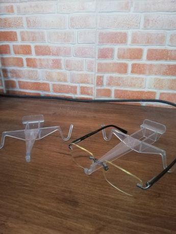 Suporte plástico para óculos