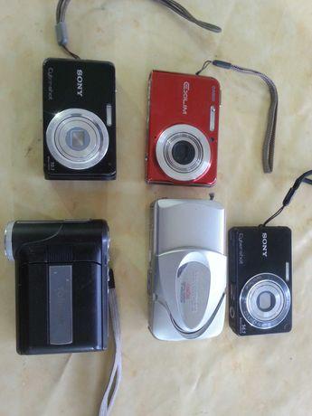 Máquinas fotográficas e de filmar, várias.
