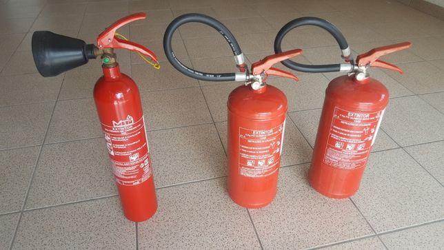 Extintores carregados pronto a utilizar