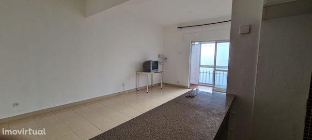 Apartamento T1 em Monte Abraão