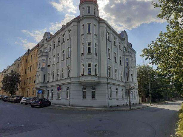Sprzedam mieszkanie własnościowe w kamienicy 75m2 3 pokoje