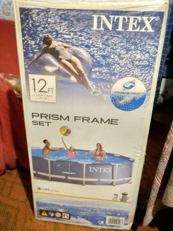 Продается новый в упаковке бассейн.
