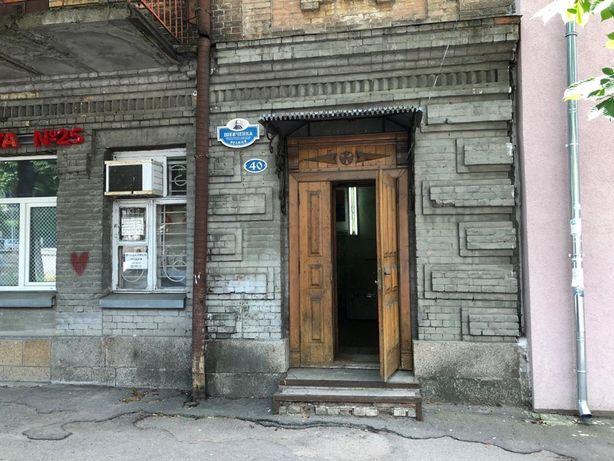 М. Кропивницький. Здається приміщення в центрі міста.