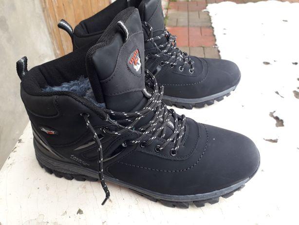 Кросівки зимові, черевики. Кроссовки