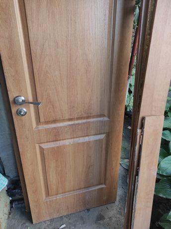 Продам две двери Ш70в200г3.5см одна дверь Ш60в185.5г3.5 вторая дверь