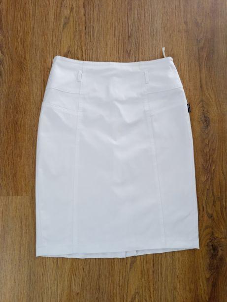 Biała dopasowana spódnica rozm.38