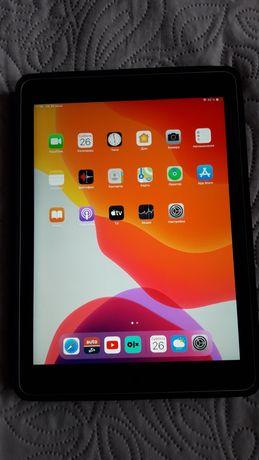 Продам iPad air 2/64