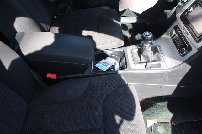 Podłokietnik z tunelem VW Passat B6 kombi rok 2010