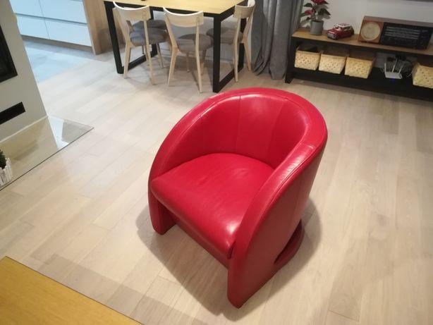 Czerwony fotel skórzany firmy Helvetia Furniture