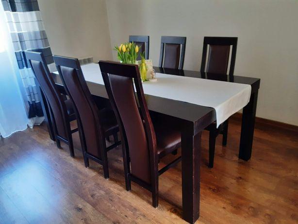 Stół i 8 krzeseł w bardzo dobrym stanie