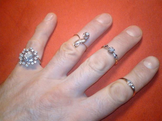 кольцо серьги золотые бриллианты изумруд гранат