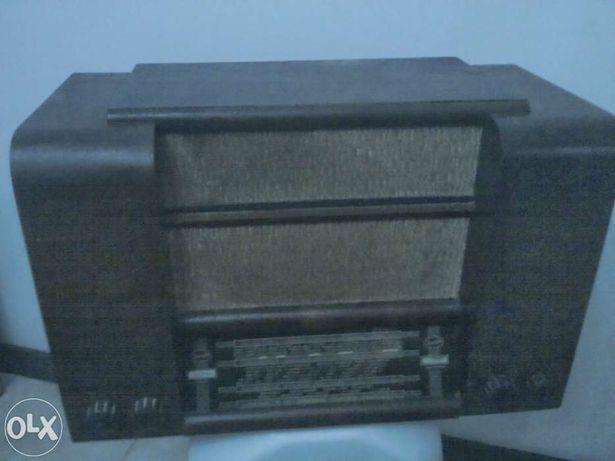 Rádio antigo invicta model 31