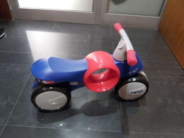 Moto-andador sem pedais