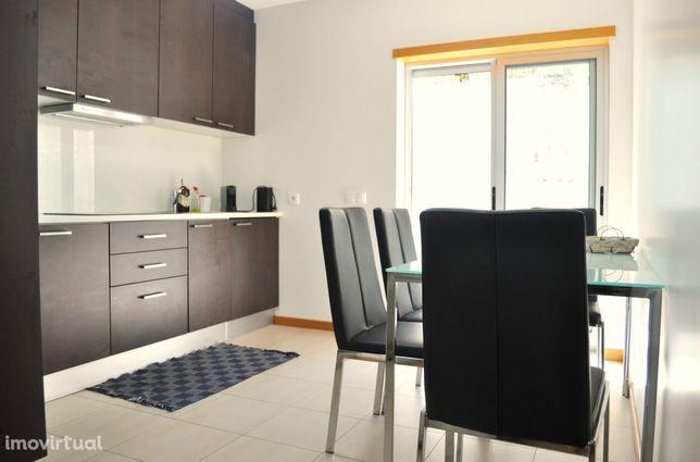 Apartamento T2 c/ Terraço, a 2 min do Centro