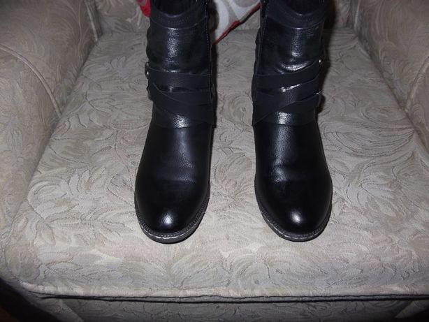 Vendo botas como novas meio cano marca Rieker usadas uma vez