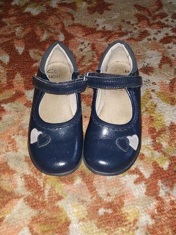 Туфельки на девочку.
