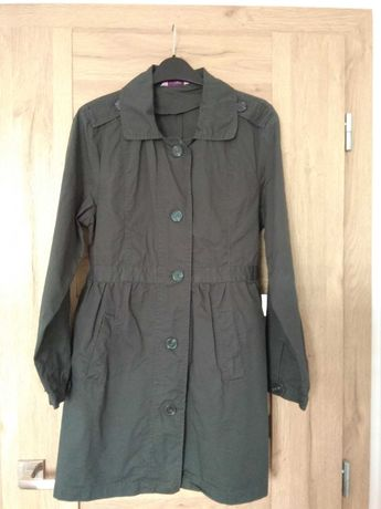 Klasyczny wiosenno-jesienny płaszcz, trencz w odcieniu zieleni
