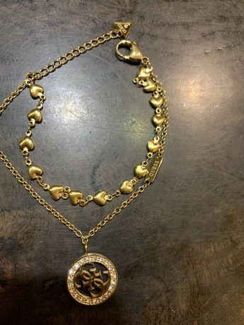 Bransoletka guess złota setduszka medalik