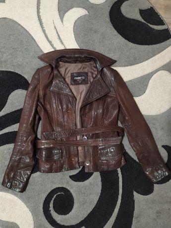 Шкіряна жіноча куртка