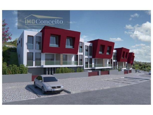 Moradia de Arquitectura moderna T3 em construção Tomar
