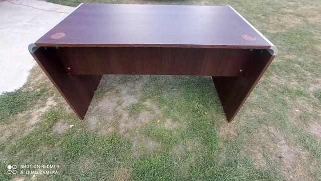 Biurko dla graczy.