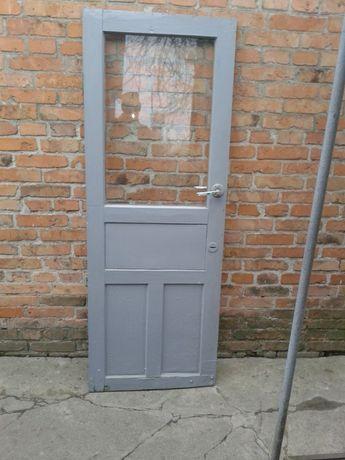 двери.стекло в кусках .4 мм.киянка для плитки.ключ труб.