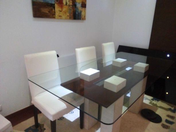 Mesa de sala de jantar vidro e mármore