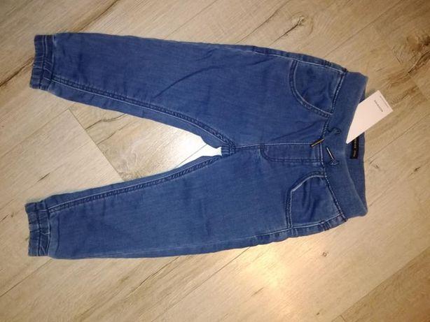 nowe jeansy chłopięce r.104
