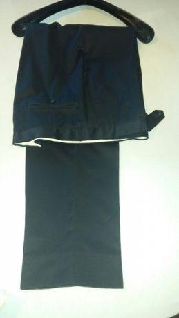 Calça azul escura clássica