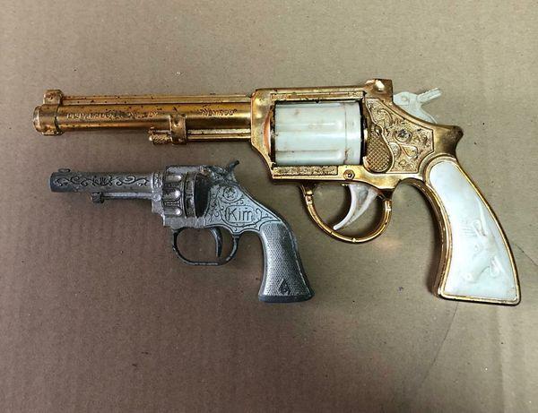 Conjunto de 2 revólveres algemas