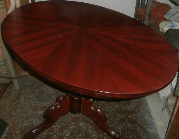 Brązowy, stylowy stół