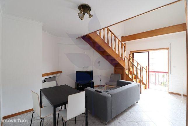 Arrendamento Apartamento T3 Duplex com aproveitamento de sotão 80m2 -