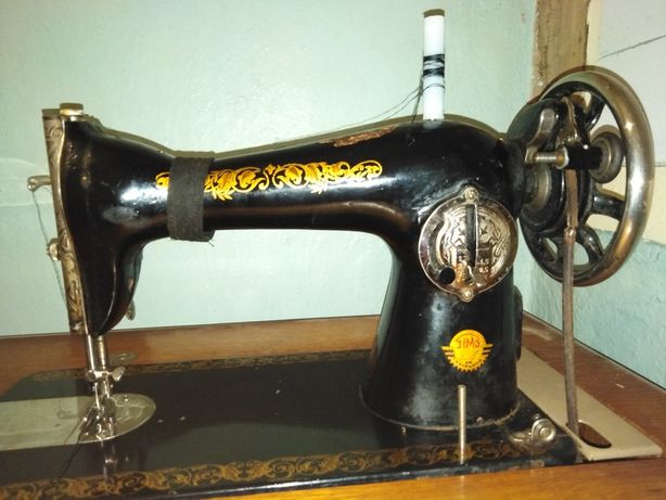 Швейна машинка ножна