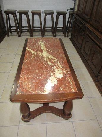 Mesa em pedra de centro