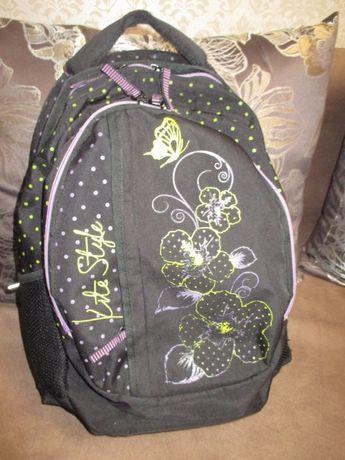 Рюкзаки для девочки хорошей вместимости