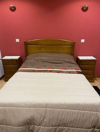Mobília em madeira para quarto de casal - Ótimo estado