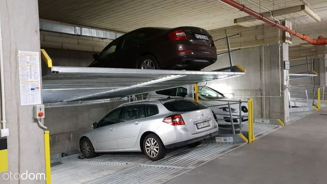 Miejsce parkingowe w podziemnej hali garażowej