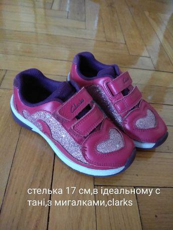Взуття для дівчинки clarks